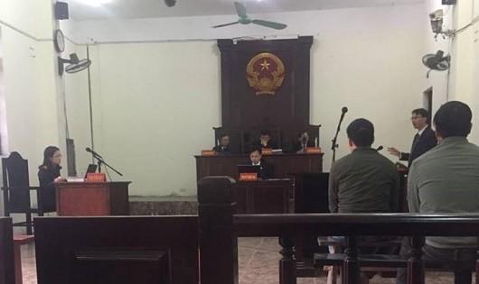 Luật sư Đặng Văn Cường tranh luận tại tòa.