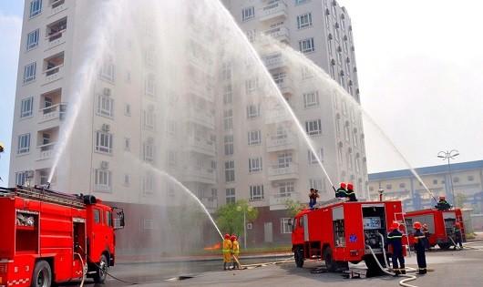 Diễn tập PCCC tại các chung cư để trang bị kỹ năng đảm bảo an toàn khi có cháy nổ.