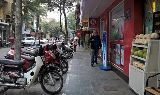 Sau một năm Hà Nội lập lại trật tự vỉa hè:  Vẫn tồn tại nhiều vi phạm