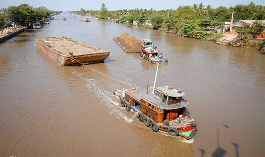 Rà soát điều kiện kinh doanh đối với các ngành, nghề kinh doanh có điều kiện trong lĩnh vực đường thủy nội địa: Muốn bỏ, phải sửa luật