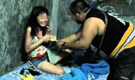 Đắk Nông:  Bắt cha dượng đồi bại xâm hại con riêng của vợ