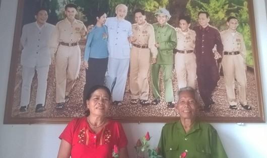 Người đầu tiên được mang họ Hồ và vợ bên bức ảnh chụp chung với Bác.