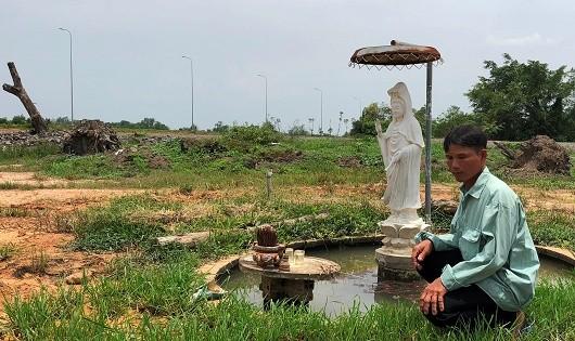 Nhiều lần nhà anh Lượm bị phá nhà lấy đất, lực lượng cưỡng chế vẫn không đụng đến bức tượng Phật bà Quan âm.