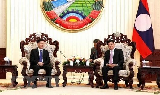 Thủ tướng Thongloun Sisoulith tiếp Bộ trưởng Lê Thành Long.