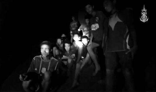 Các cậu bé được tìm thấy trong hang.