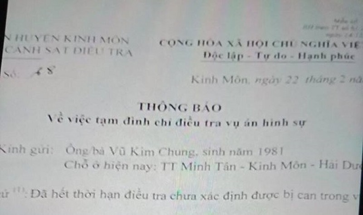 Thông báo tạm đình chỉ điều tra vụ án của công an huyện Kinh Môn (Ảnh: NNCC)