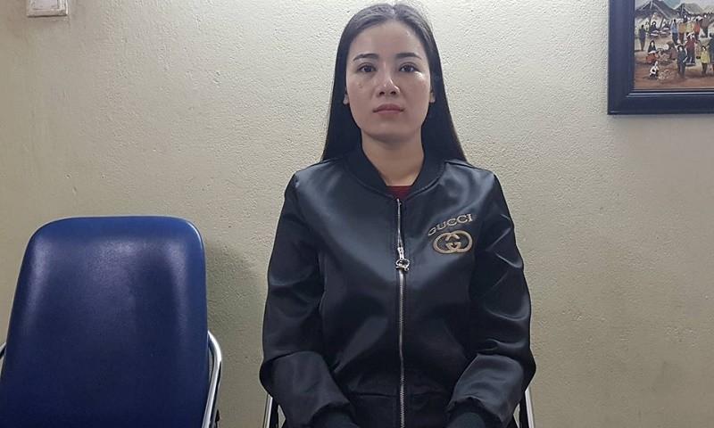 Chị Dung - vợ bị cáo Huân trao đổi với PV.