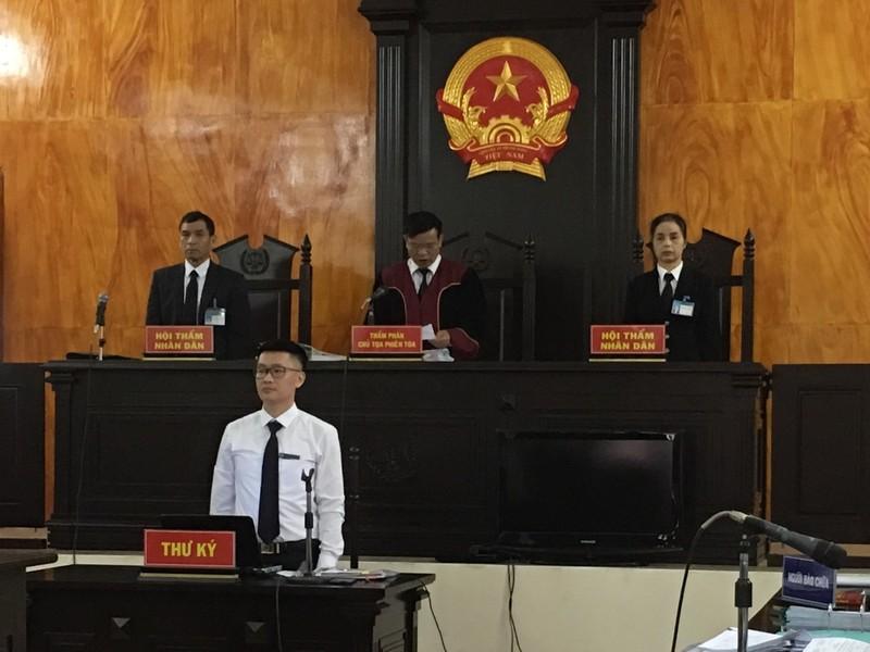 HĐXX TAND TP Móng Cái công bố đưa vụ án ra xét xử.