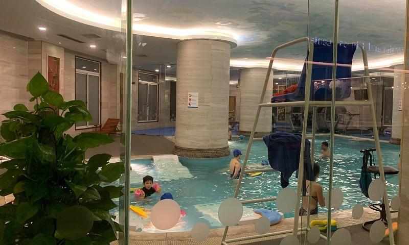 Bể bơi trên tầng 3 tại khách sạn Candle (Ảnh: bạn đọc cung cấp)