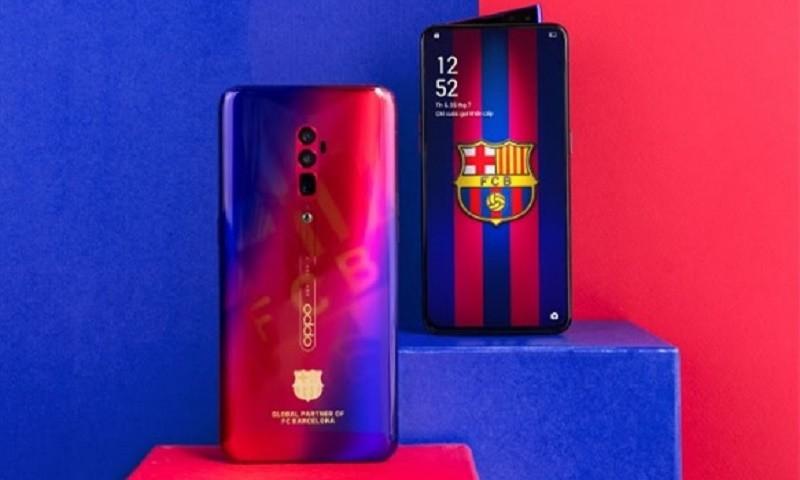 Mặt trước và sau của Reno 10X Zoom FC Barcelona Edition