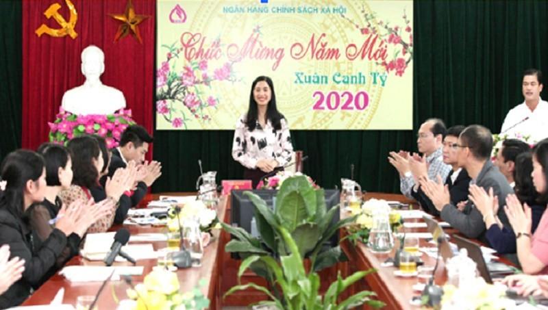 Bà Trần Lan Phương, Phó TGĐ NHCSXH thông báo tình hình hoạt động năm 2019.