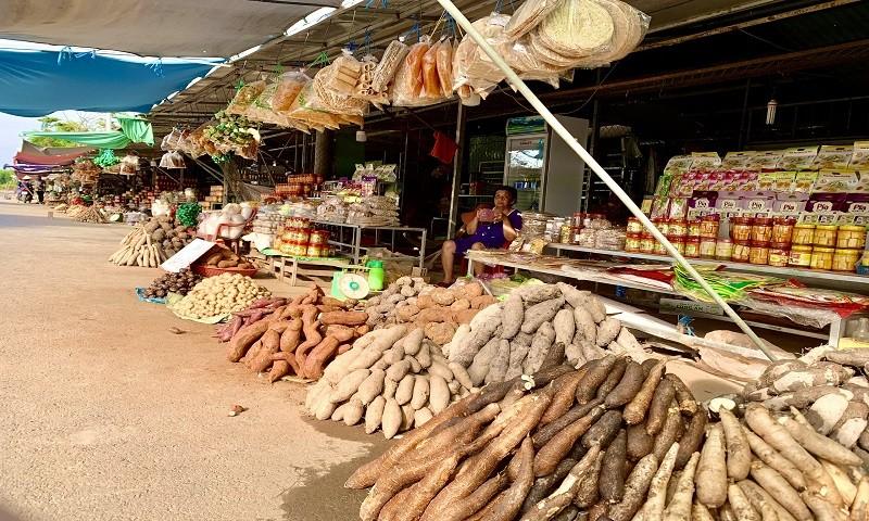 Cập nhật điểm đến độc đáo Long An: Chợ nông sản Thạnh Hóa