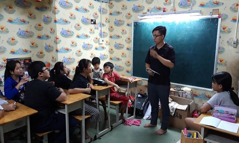 """Những lớp học """"0 đồng"""" giữa lòng Sài Gòn hoa lệ"""