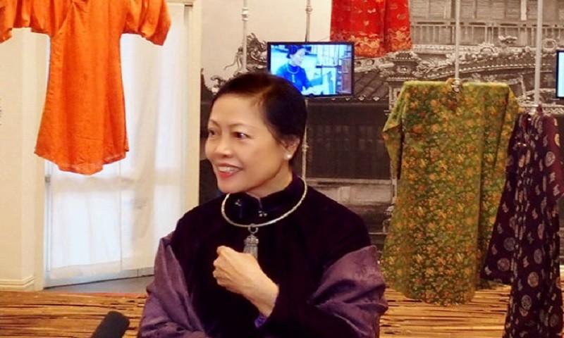 Áo dài luôn là trang phục được GS.TS Thái Kim Lan ưu tiên lựa chọn trong các buổi làm việc, nói chuyện về Văn hóa dân tộc.