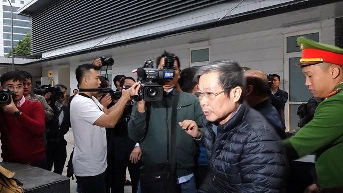 Video: Hai cựu bộ trưởng Nguyễn Bắc Son, Trương Minh Tuấn và đồng phạm tới hầu toà
