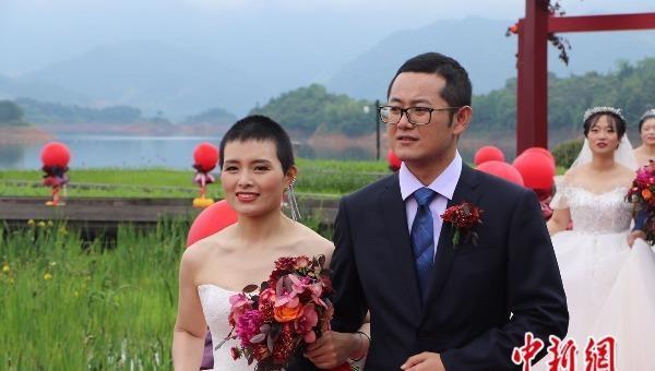 Đám cưới trên không của những nhân viên y tế tỉnh Chiết Giang trở về từ Vũ Hán