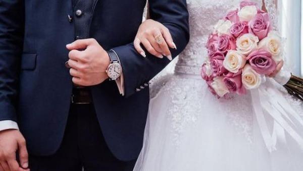 """Giới trẻ nghĩ gì về kiến nghị """"kết hôn trước 30 tuổi""""?"""