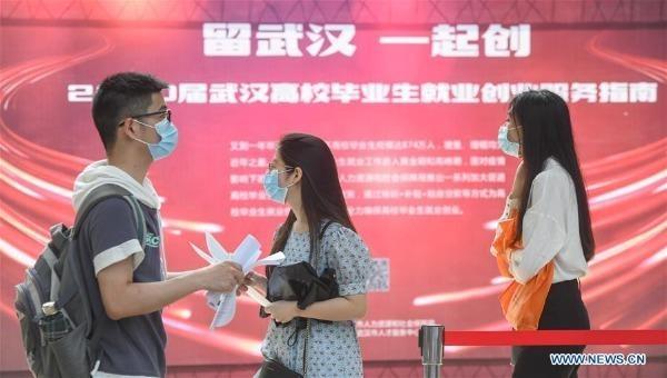 Vũ Hán tổ chức hội chợ việc làm đầu tiên cho sinh viên đại học kể từ sau dịch Covid-19