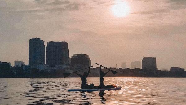 Chèo thuyền Kayak trên Hồ Tây - thú vui mới của giới trẻ Hà Thành