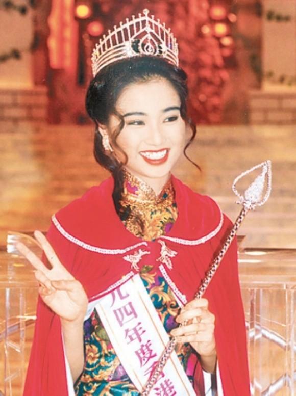 Đàm Tiểu Hoànkhi đăng quang Hoa hậu Hồng Kông 1994.