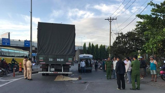 Một phụ nữ mang thai bị xe tải cán tử vong