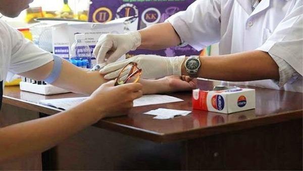 10 người phải điều trị phơi nhiễm HIV do người lạ tấn công