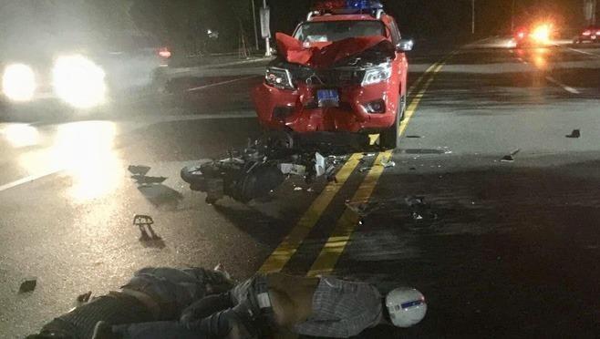 Hai thanh niên nguy kịch khi tông xe cảnh sát phòng cháy chữa cháy