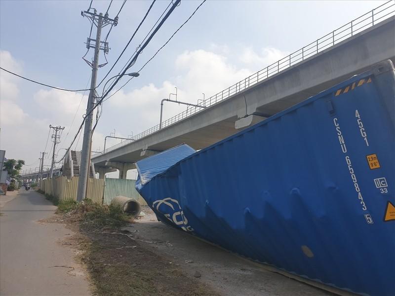 Hiện trường vụ sập dầm container