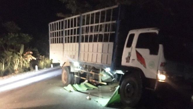 Ô tô tải tông thẳng vào 2 xe máy, 3 thiếu niên tử vong