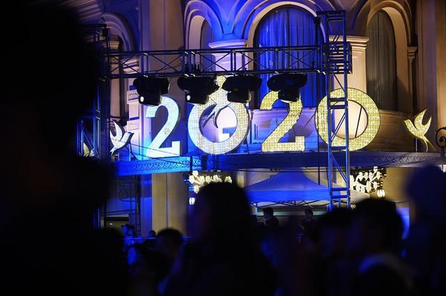 Hà Nội: Vạn người nín thở đón chờ khoảnh khắc chào năm mới 2020 - Ảnh 8.