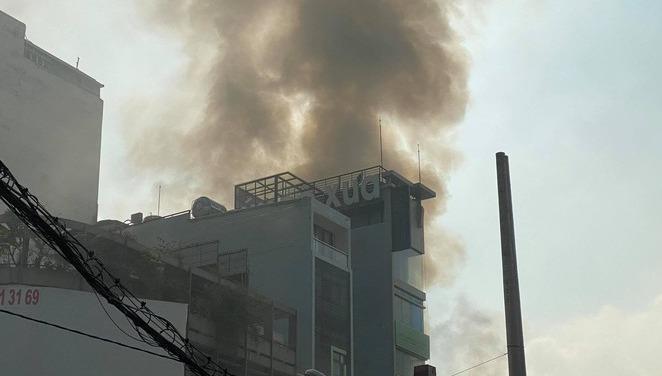 Cháy cửa hàng bán đồ ăn thú cưng ở TP HCM