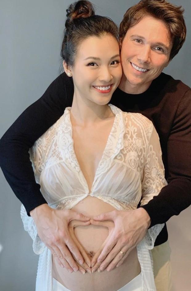 Hiện vợ chồng Hoàng Oanh đang đếm từng ngày chờ đón thiên thần nhỏ.