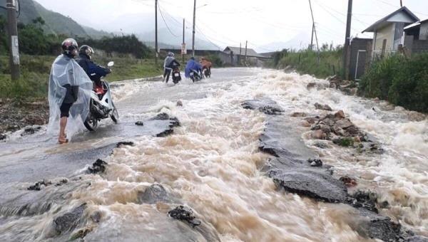 Mưa lớn gây sạt lở nhiều tuyến giao thông tại Lai Châu