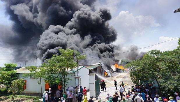 Cháy lớn giữa trưa tại Khu công nghiệp Tây Bắc ga Thanh Hoá