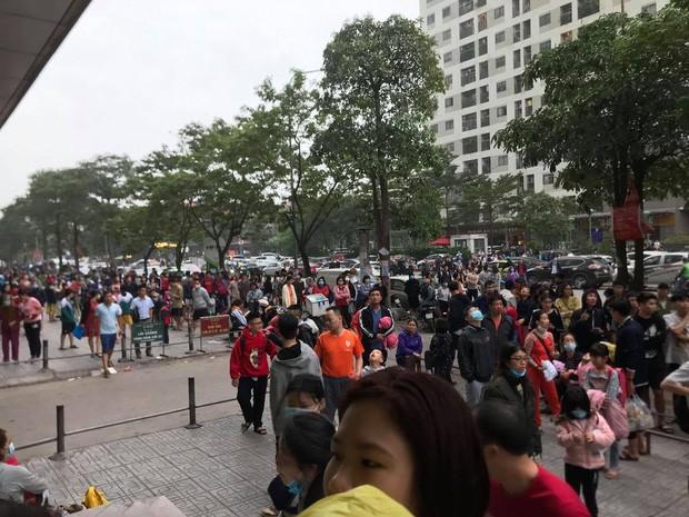 Hà Nội: Cháy lớn tại khu chung cư HH Linh Đàm, hàng nghìn người hoảng sợ bỏ chạy - Ảnh 5.
