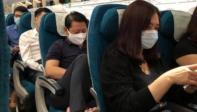 Chuyến bay có hành khách đốt khăn ăn khi chuẩn bị khởi hành từ Hà Nội đi TP.HCM sáng nay (2/11)