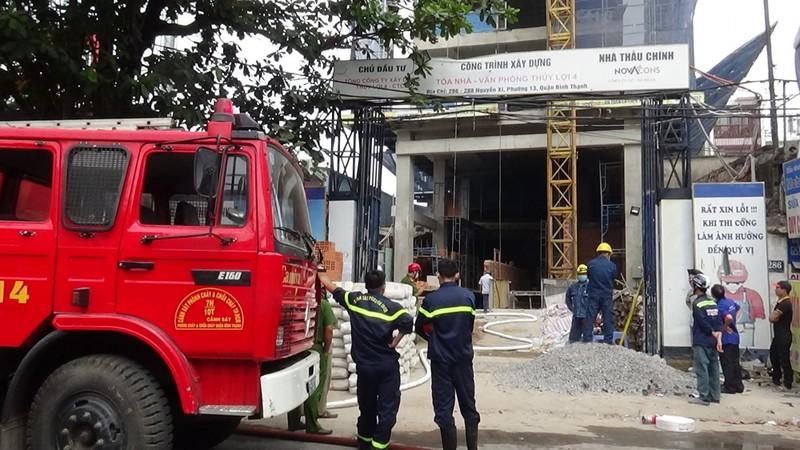 Cứu 3 người trong vụ cháy ở công trình xây dựng Công ty Thủy Lợi 4