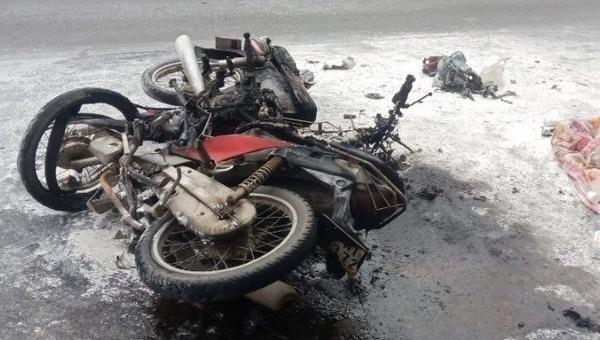 Hai người bỏng nặng sau va chạm xe máy