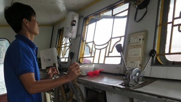 Hành vi uống rượu bia mà điều khiển phương tiện thủy có thể sẽ bị phạt nặng. Ảnh minh họa