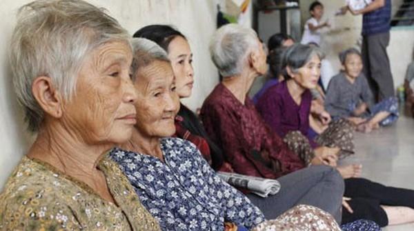 Một xã hội đông người cao tuổi sẽ dẫn đến hiện tượng từng bước một thiếu hụt lao động.