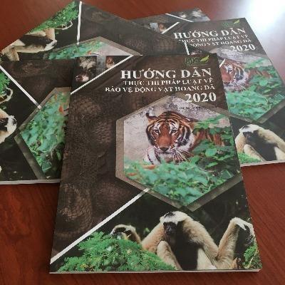"""1.000 tài liệu """"Hướng dẫn thực thi pháp luật về Bảo vệ động vật hoang dã 2020"""" được gửi tới các cơ quan thực thi pháp luật"""