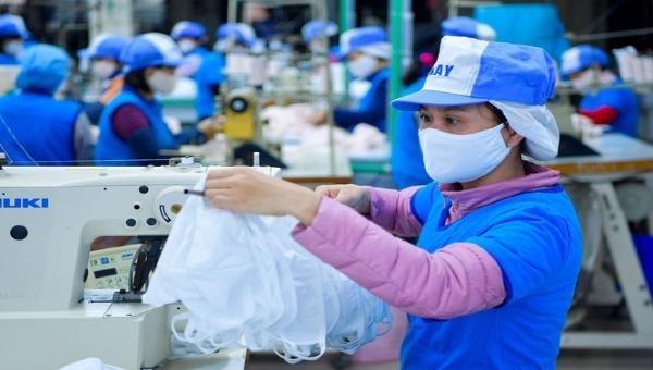 Nữ công nhân ngành dệt may chịu tác động nặng nề do COVID-19 (ảnh minh họa)