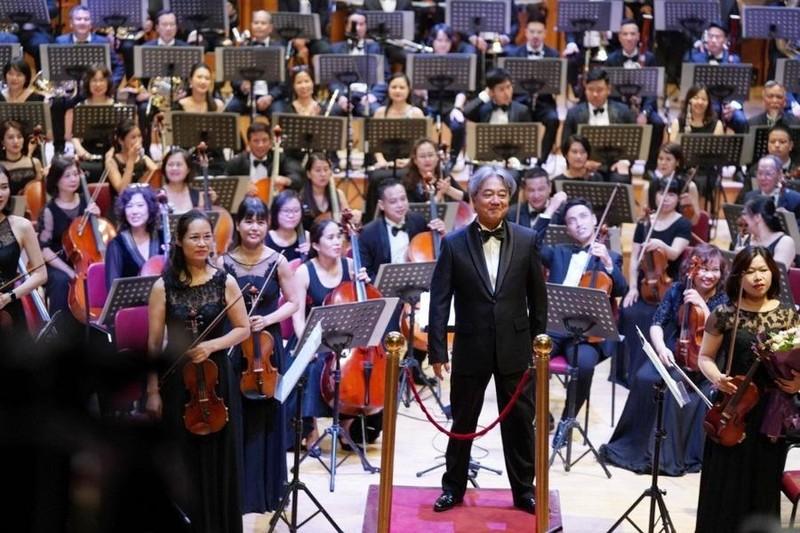Dàn nhạc Giao hưởng Việt Nam cùng nhạc trưởng Honna Tetsuji sẽ biểu diễn trong đêm nhạc.