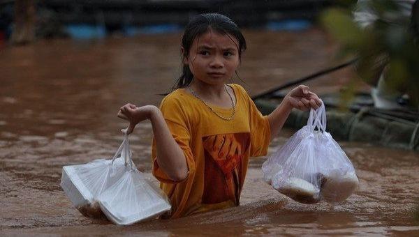 UNFPA nâng mức hỗ trợ phụ nữ và trẻ em gái bị ảnh hưởng lũ lụt ở Việt Nam