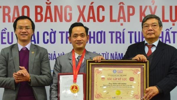 Trao kỷ lục Việt Nam cho người sáng chế ra 10 loại cờ