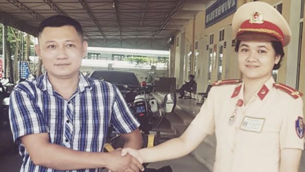 Anh Phạm Văn Hải nhận lại xe máy sau 4 năm bị mất