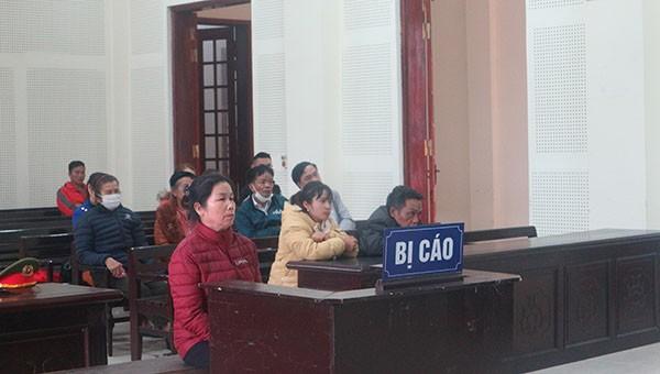 Bị cáo Lô Thị Phương hầu tòa về tội Mua bán người