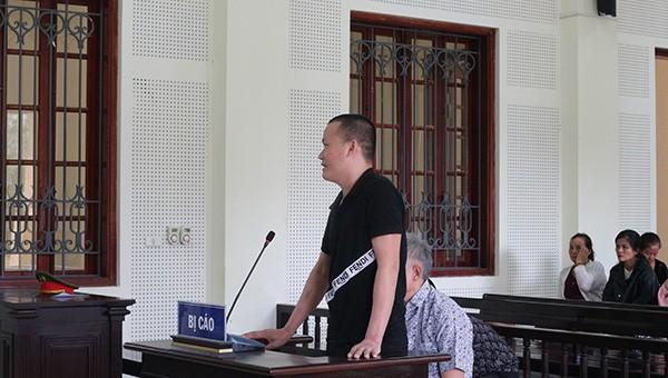 Bị cáo Long và Thuận hầu tòa