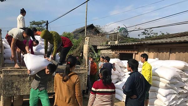 Nghệ An cấp hơn 300 tấn gạo hỗ trợ người dân miền núi bị ảnh hưởng bởi thiên tai