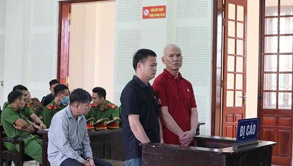 Bị cáo Duận (áo đen) và Hào đều lĩnh án tử hình.